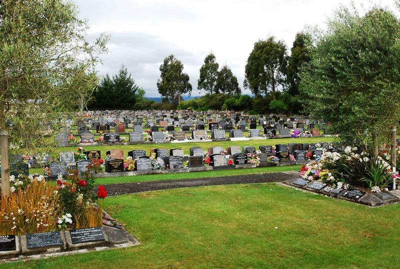 Avenue-Cemetery-Levin-1