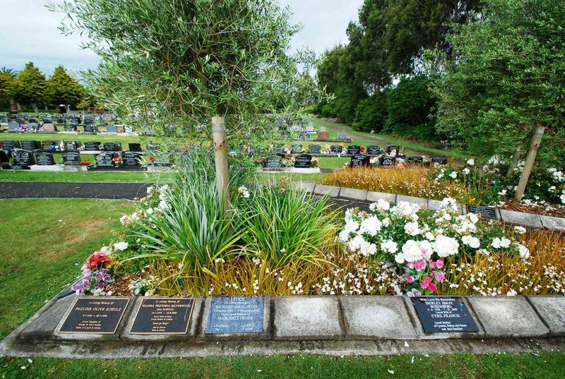Avenue-Cemetery-Levin-5