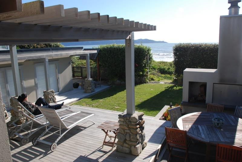 Contemporary-Beach-Living-5