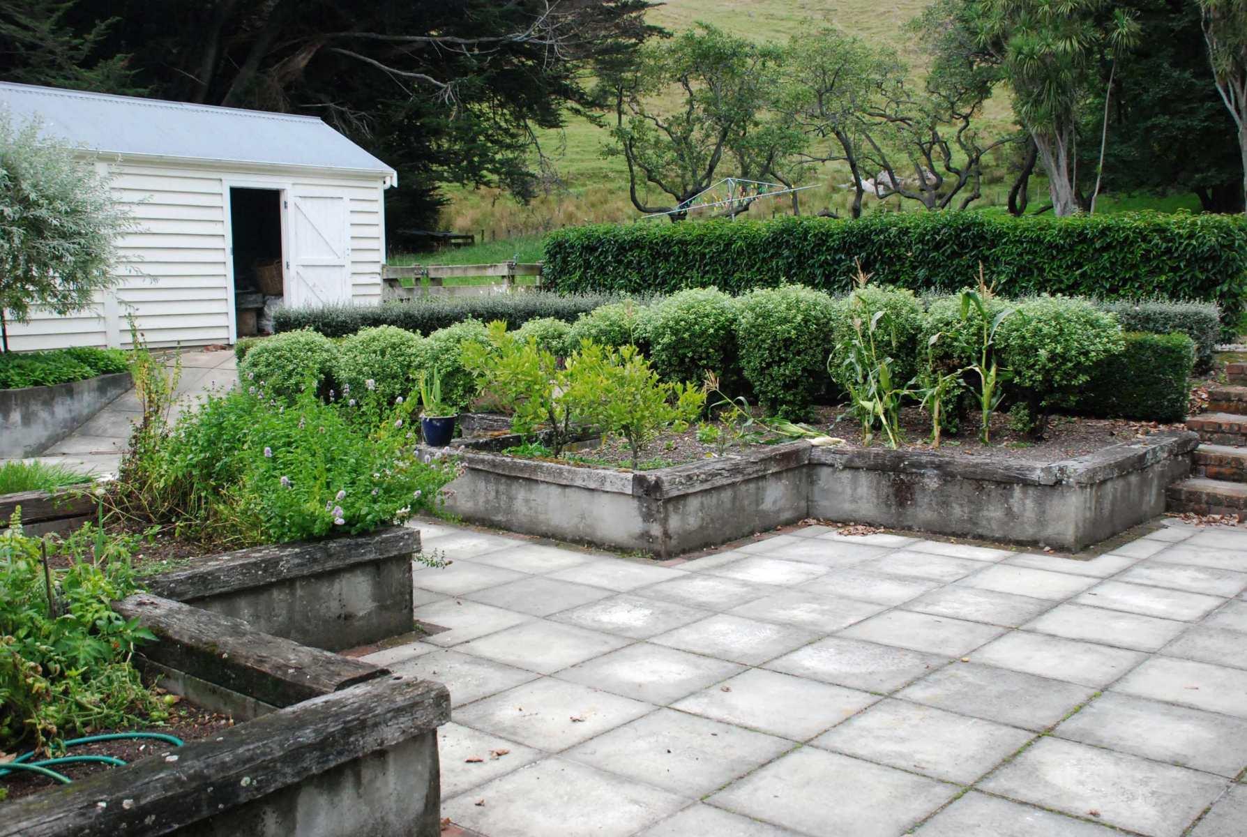 Farmhouse-backyard-10